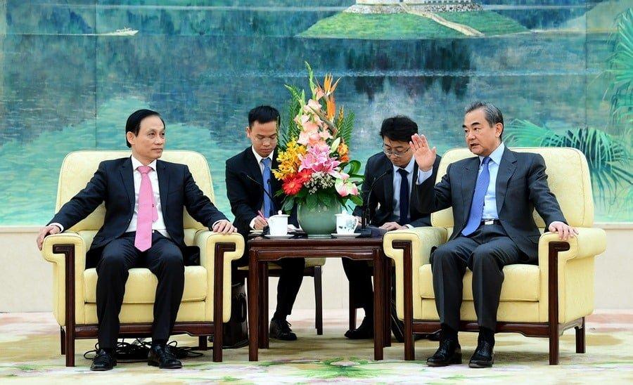 Thứ trưởng Ngoại giao Việt Nam Lê Hoài Trung hội kiến Bộ trưởng Ngoại giao Trung Quốc Vương Nghị, ngày 28/11/2019.