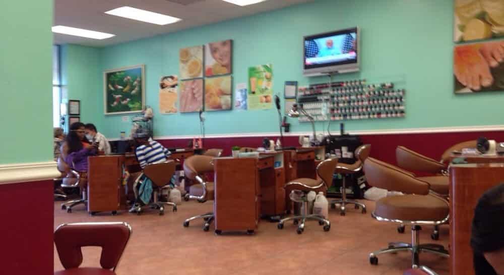 Cần tuyển thợ nail xuyên bang tại Palm Springs, FL-33461