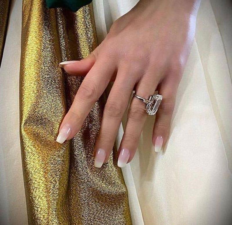 Những mẫu nail ấn tượng từ sao Hollywood trên thảm đỏ Quả cầu vàng 2020