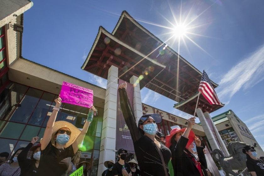 California: Chủ tiệm nail Việt bức xúc vì bị kỳ thị, biểu tình đòi mở cửa lại