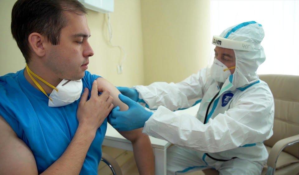 """Nga: dùng đúng 1 """"chiến lược"""" để tự tin về vaccince trước Thế giới."""