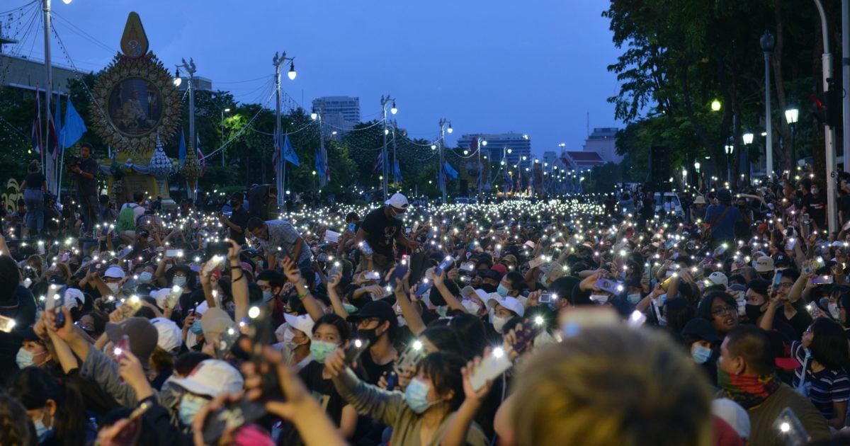 Người biểu tình ủng hộ dân chủ tụ họp tại quảng trường Sanam Luang, Bangkok, Thái Lan, ngày thứ Bảy 19/09/2020