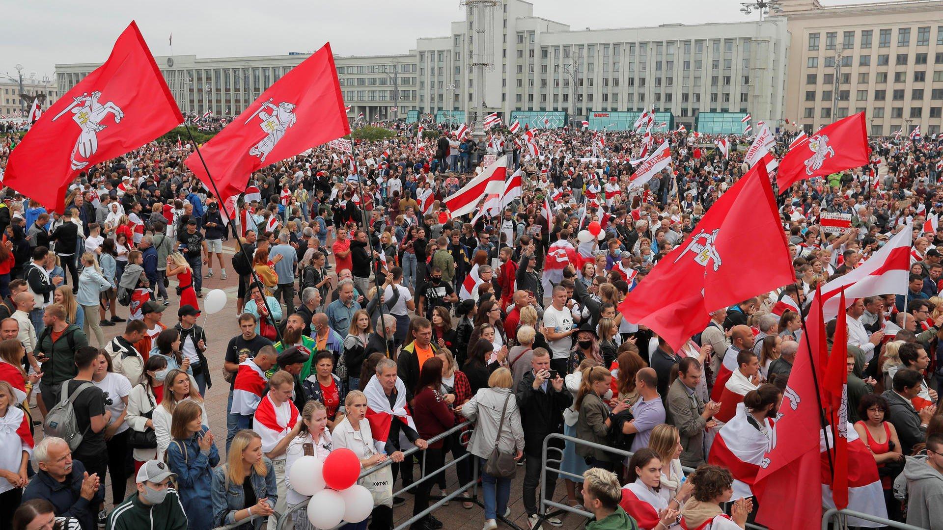 belarus-100-000-nguoi-tuan-hanh-bat-chap-chinh-quyen-dan-ap