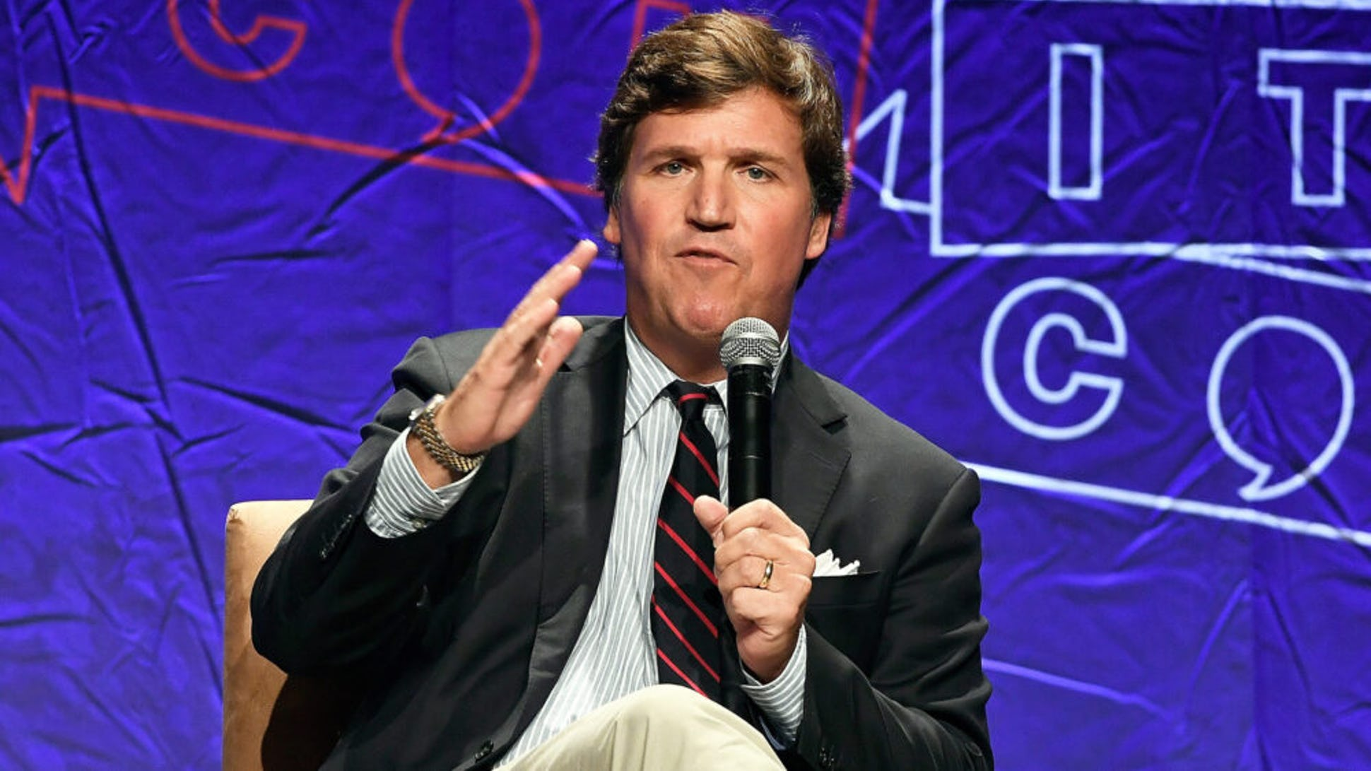 tucker-carlson-giai-cap-thong-tri-that-kinh-tom