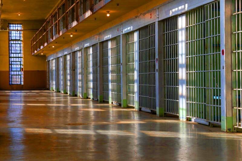 Bảo lãnh sang Mỹ: Từng có tiền án thì phải làm sao ?