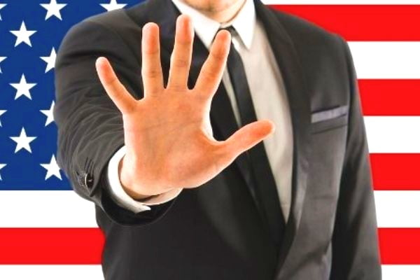 Bị cấm nhập cảnh Mỹ vì khai gian, phải làm sao?